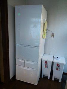 シェアハウスの冷蔵庫とゴミ箱