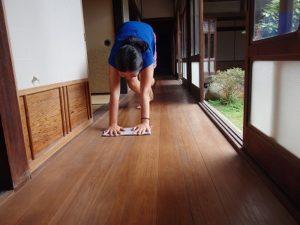 岬の床掃除
